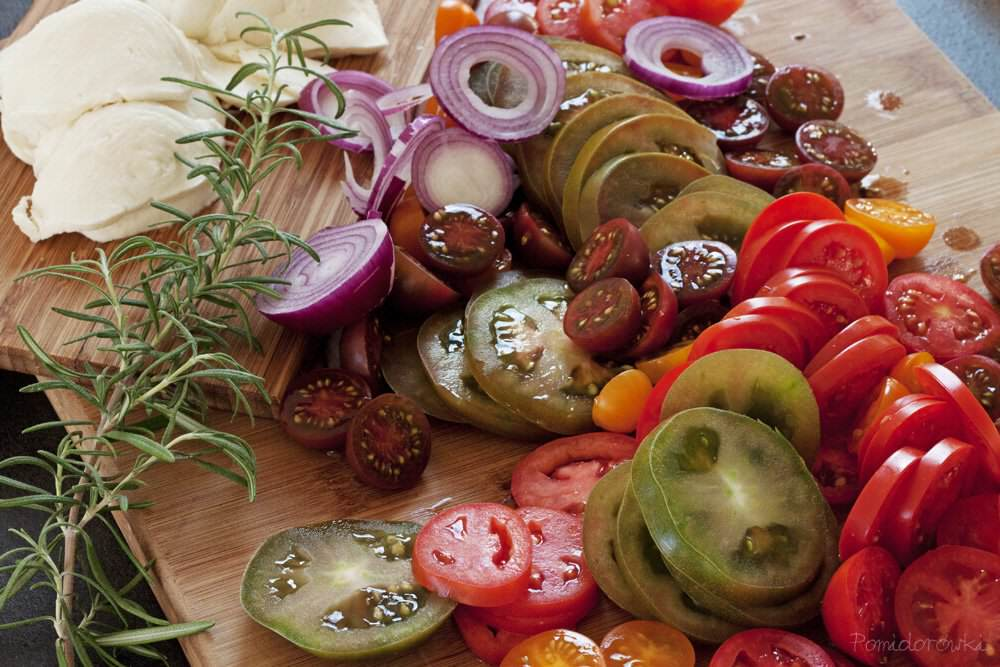 pokrojone-pomidory-i-mozzarella