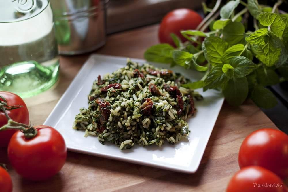 Risotto ze szpinakiem i suszonymi pomidorami