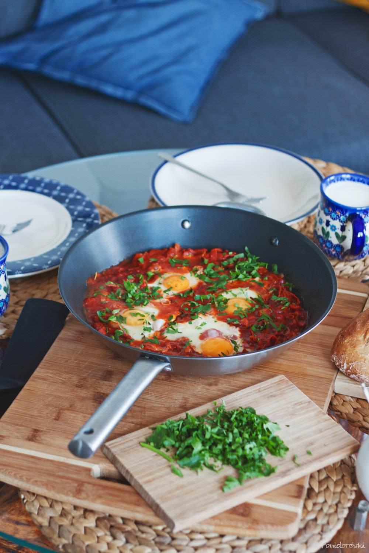 Jajka sadzone w pomidorach szakszuka