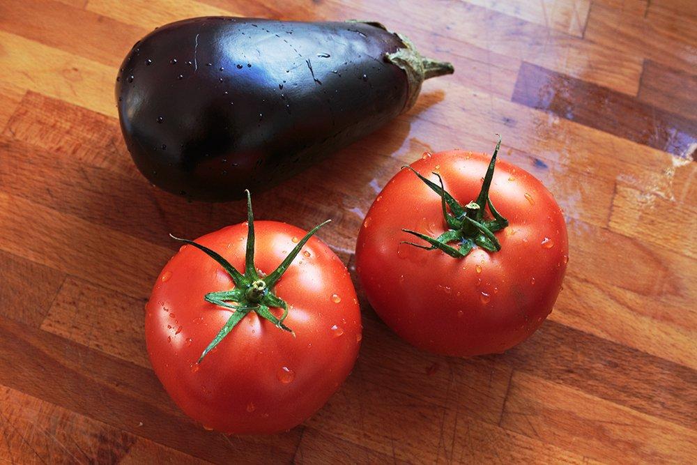pomidory i bakłażan