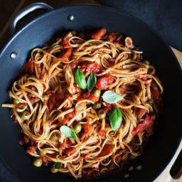 Domowy sos pomidorowy idealny do makaronu