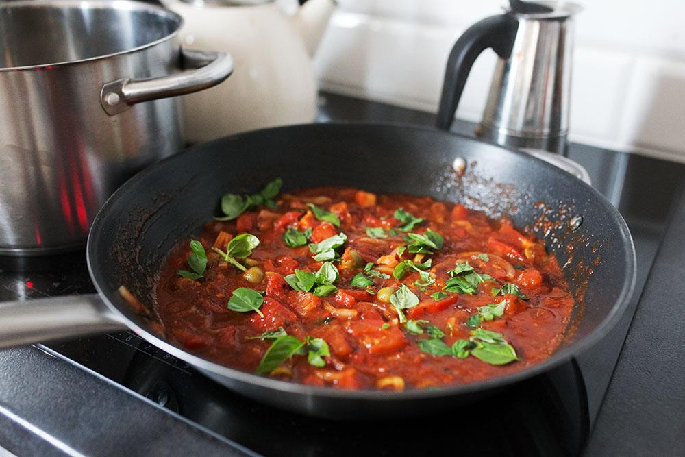sos pomidorowy ze świeżą bazylią2