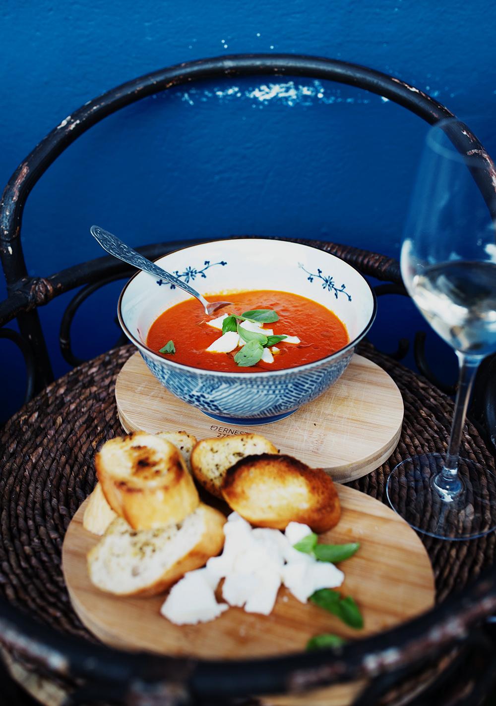 krem z pomidorów wino i grzanki