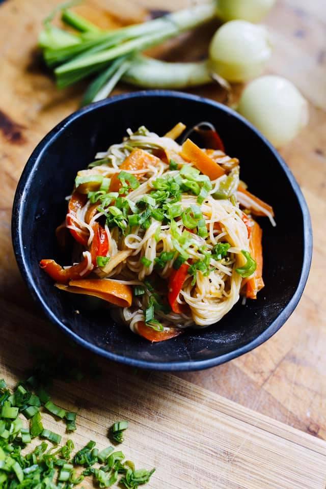 Gotowe danie makaron azjatycki z warzywami